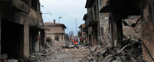 20090701 VIAREGGIO (LU) INCIDENTE FERROVIARIO ESPLODE CARRO GPL case da abbattere in via Ponchielli .ansa Carlo Ferraro