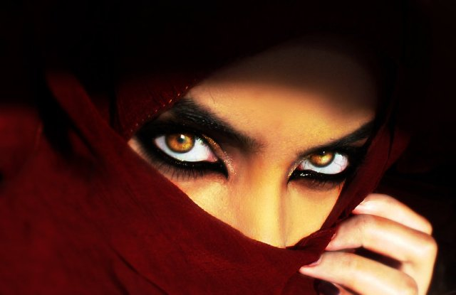 eyes_of_arabia_by_desert_winds-d5dp97n