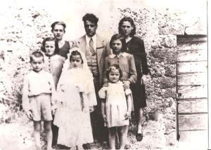 Famiglia Pardini con i primi sei figli