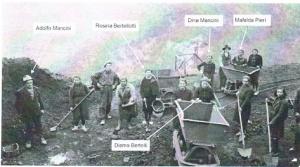 Squadra femminile delle miniere dell'Arsiccio, anni '40. (M. Piccolino)