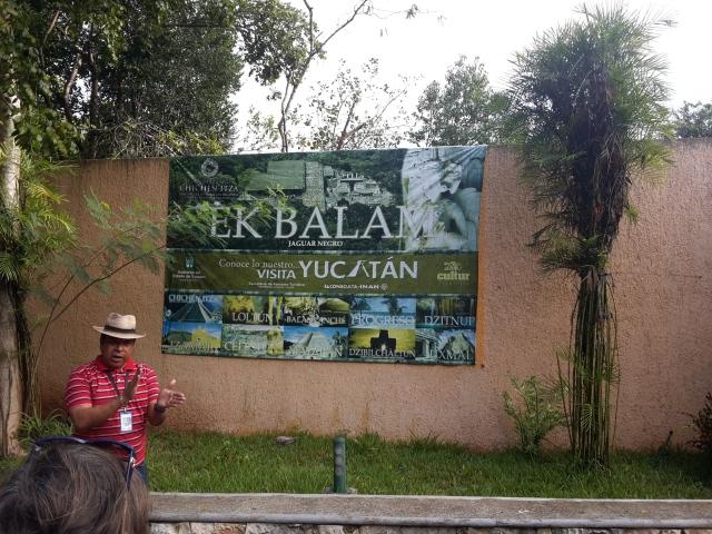 Il mitico Felipe che illustra Ek Balam