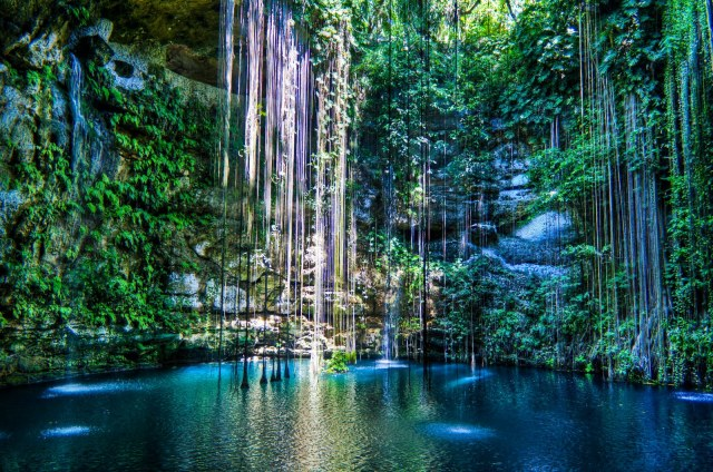 """Cenote-ik-kil"" by Dmadeo - Own work. Licensed under CC BY-SA 3.0 via Commons - https://commons.wikimedia.org/wiki/File:Cenote-ik-kil.png#/media/File:Cenote-ik-kil.png"